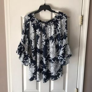 Chelsea Theodore off the shoulder 3/4 floral top S